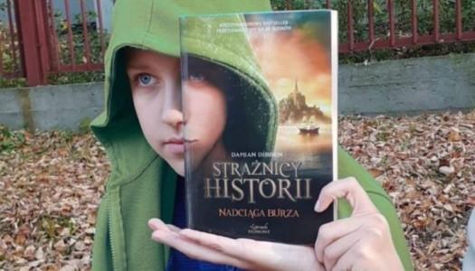 """Obrazek newsa WYNIKI KONKURSU """"SLEEVEFACE- czyli ubierz się w książkę"""""""